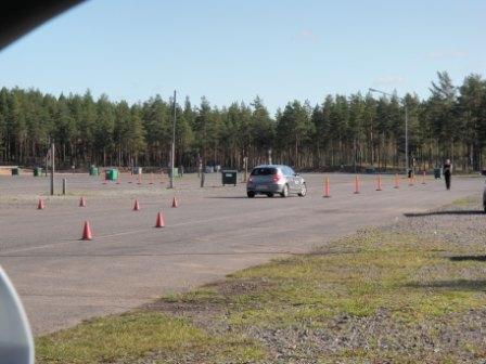 Tänään koko päivä Alastaron moottoriradalla aivan uudenlaisen Carcontrol.fi -ajokoulutuksen parissa. Marko Jokisen Ruotsista tuoma koulutus tarjosi paljon koettavaa ja paljon tuli opittuakin. Hieno päivä.