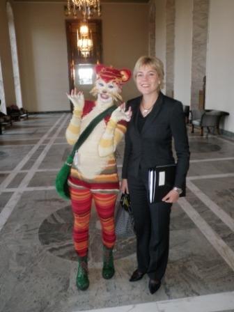 Ministerimme Henna Virkkunen oli tänään Katti-Matikaisen haastateltavan Valtiosalissa. Monipuolista tuo ministerintyö.