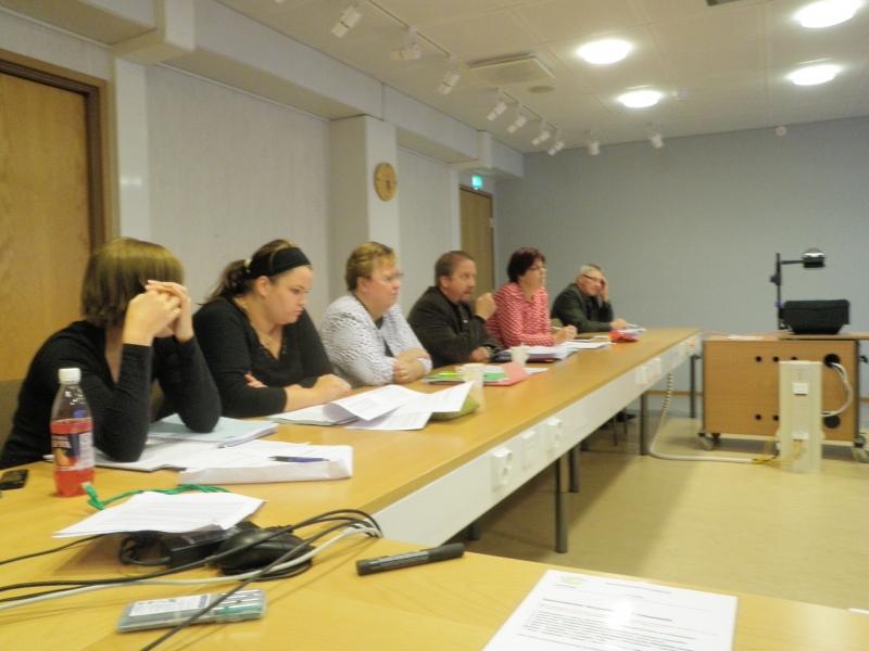 Kunnanvaltuustoryhmämme kokoontui jo kolmanteen ryhmäkokoukseen kouluverkkoselvitykseen liittyen. Hyvää keskustelua.