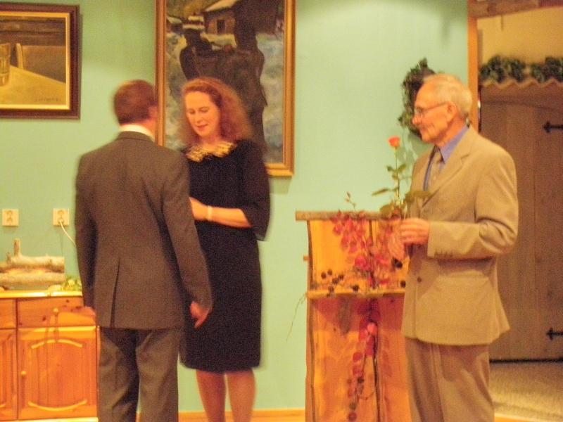 Entinen opettajani ja entinen opettaja-kollegani Seppo Liukkonen oli yksi palkituista. Ansiomerkit jakoivat perustajapuheenjohtaja Pentti Tyystjärvi ja Mariia Yrjö-Koskinen.