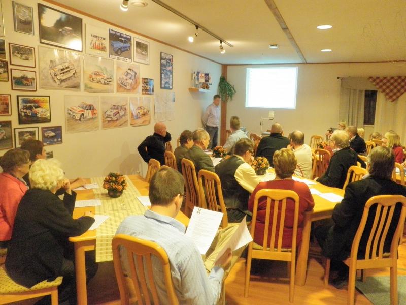 Pidimme tänään Saukkolan EK:lla Lopen Kokoomuksen syyskokouksen. Väkeä upeasti paikalla ja ns. sääntömääräisten asioiden lisäksi esillä myös Lopen elinkeinoasiat sekä Lopen kunnan talous. Matkailu alaa esittelemässä projektipäällikkö Niko Blomberg.