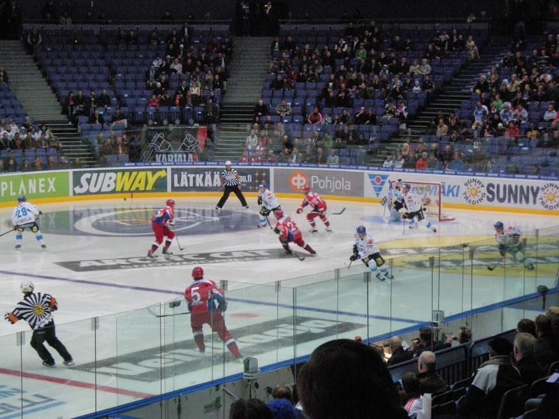 Päivä päättyi tänään Venäjä-Suomi Karjala-turnauksen otteluun yhdessä Kanervan Ilkan kanssa. Olikin hyvä peli vaikka rankkareilla tappio tulikin. Oli mukana myös hieman sporttipolitiikkaa puhua. Pitkästä aikaa.