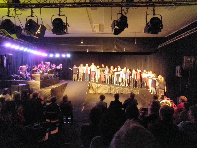 Risto Aution ohjaama Samixet -musiikkinäytelmä Oitin Urheilutalolla oli upea kuvaus nuorten arjesta ja sen kovuudesta. Kiitokset Ripalle kutsusta ja nuorille fantastisesta vedosta. Nautimme.
