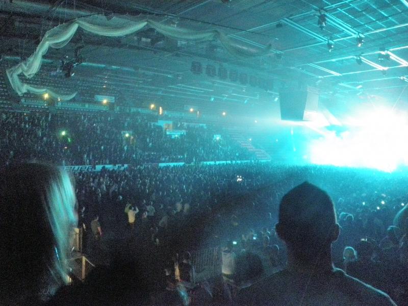 Kalle Keskinen järjesti tänään Helsingissä jälleen yhden mahtavan konsertin. Tällä kertaa muistoja nuoruudesta eli Prodigy lavalla ja halli luonnollisesti täynnä väkeä ja tunnelma katossa ja korkeammallakin.