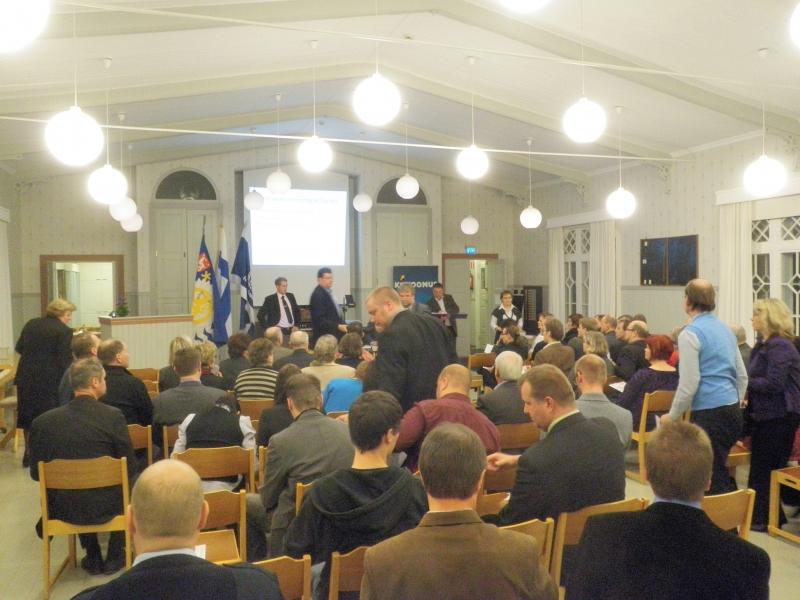 Tänään ilta siis Forssassa Hämeen Kokoomuksen syyskokouksessa. Vieraanamme ja matkassani mukana oli myös puolueemme varapuheenjohtaja Sampsa Kataja.