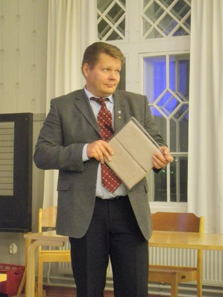 Kokouksen puheenjohtaja, Forssan sivistystoimenjohtaja Jarmo Pynnönen.