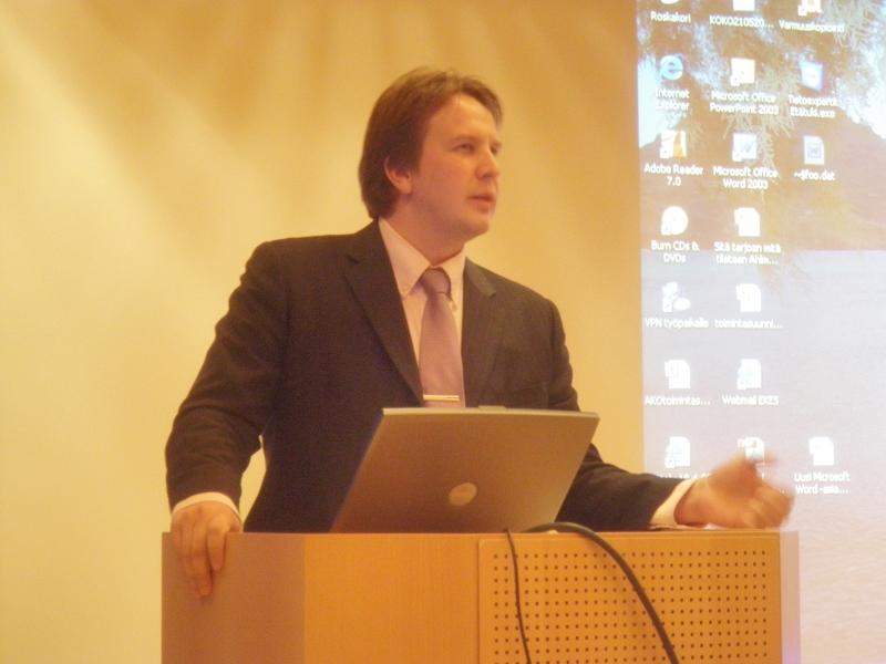 Hyri Yrityspalveluiden tuore toimitusjohtaja Kimmo Martikainen on aloittanut työssään kovalla tarmolla. Toivotaan, että tuloksia tulee. Niin uskon.