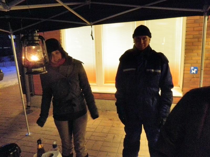 Tiina Seppälä ja Samppa Jaro tunnelmallisella teltalla. Hieman näyttää kylmä kipristelevän, mutta tunnelma kiva.
