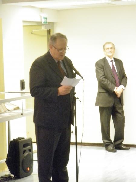 Itseoikeutetusti savonmurretta esitteli varapuhemies Seppo Kääriäinen.