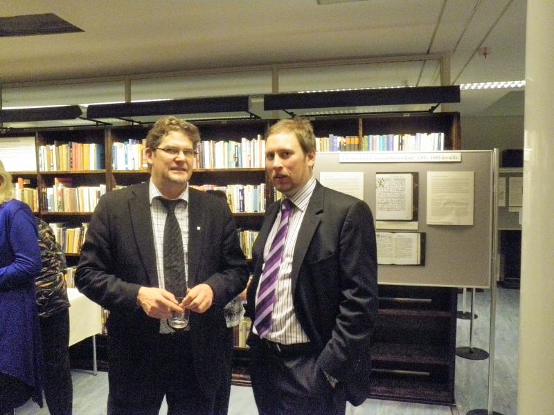 Ja stadin slangin esitteli Paavo Arhinmäki (oik). Tässä hän Risto Aution kanssa.