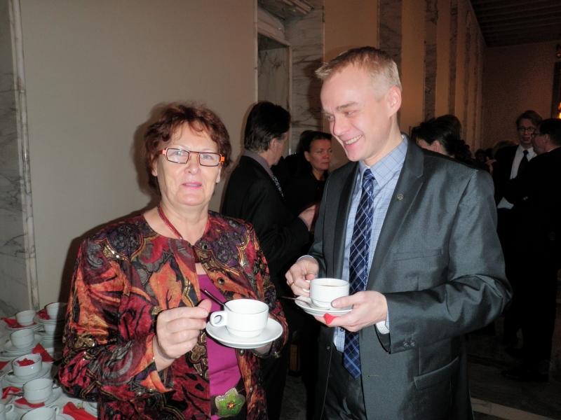 Leena Rauhalan (kd) kanssa puhemiehen joulukahveilla tänä aamuna. Leenaan olen tutustunut sivistysvaliokunnassa missä istumme vierekkäin ja voin todeta, että aivan erinomainen edustaja ja tekijä siellä. Ihana ihmisenäkin.