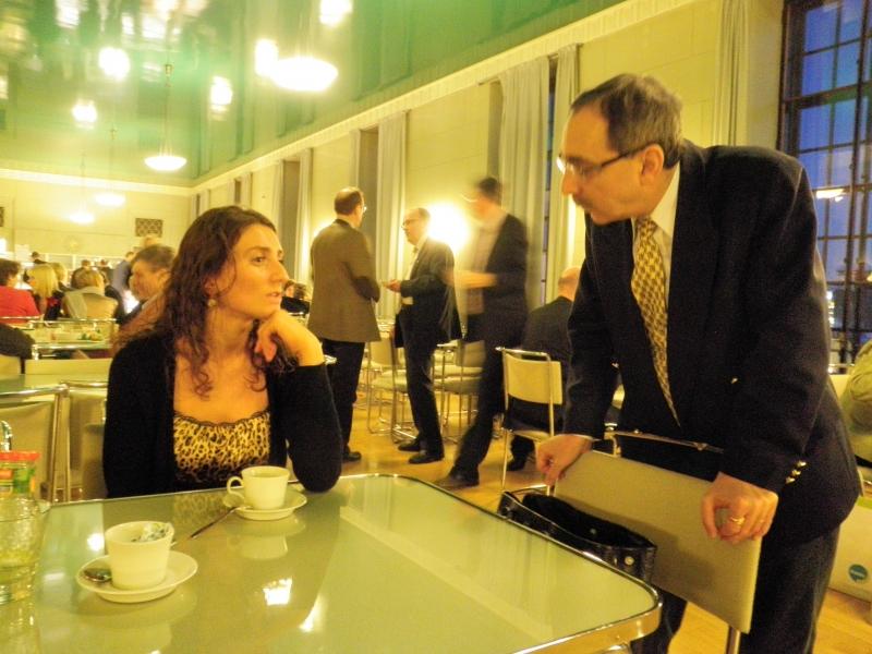 Fatlume Hetemaj kävi tänään myös eduskunnassa. Eduskunnan kahvilassa hetken kansamme ehti piipahtamaan myös Ben Zyckowitch.