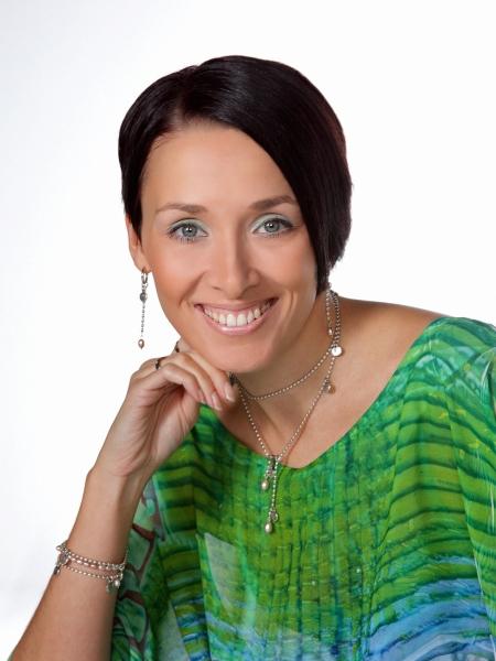 Yrittäjä Heidi Ekholm-Talas avaa uuden Vierailija Tuuletus-palstan kotisivuillani tänään. Sivulla tulen jatkossa julkaisemaan eri ihmisten kirjoituksia ja mielipiteitä erilaisista ajankohtaisista aiheista. Tarkoituksena herättää keskustelua ja luoda uutta. Sivulla on myös kommentointimahdollisuus. Mitä mieltä olette Heidin mielipiteistä ja ajatuksista - tuulettakaa.