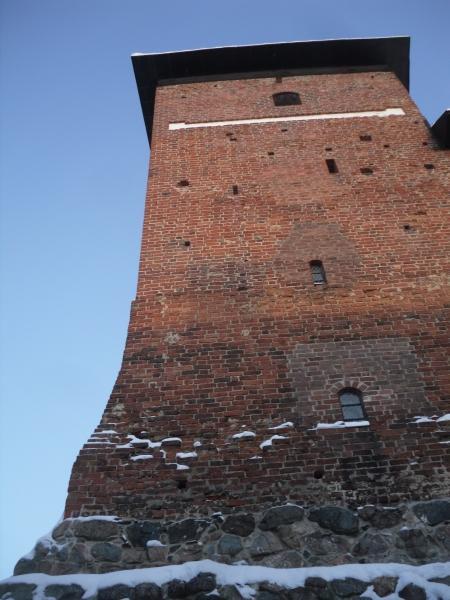 Tänään upea, tosin ehkä jo hieman turhankin kylmä, talvipäivä Hämeenlinnan Hämeen linnassa. Kolmen Linnan Loppiainen keräsi kivasti väkeä ja kummitytön kanssa siellä viihdyimme useammankin tunnin. Hieno tapahtuma ja kiva, että tällaisia järjestetään.