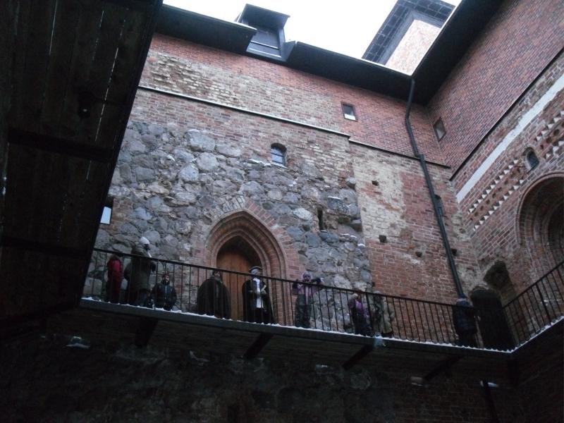 Hieno kierros linnanväen kanssa oli myös mieliinpainuva. Pienoisnäytelmää ja teatteria ja se loi aikalailla aidon tunnelman loppiaiseen myös Hämeen linnan uumenissa.