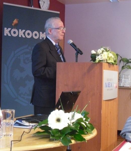 Päijät-Parlamentin puhemies, Lahden Kokoomuksen kunnallisjärjestön puheenjohtaja Reijo Mäki-Korvela avasi tilaisuuden ja johti puhetta.