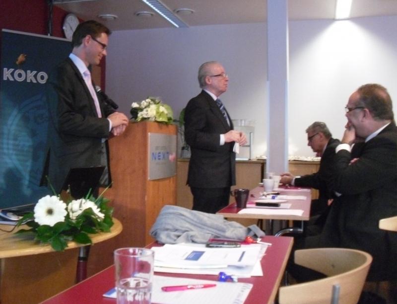 Ensimmäisenä alustuksen piti puolueemme puheenjohtaja, valtiovarainministeri Jurki Katainen, joka puhui luonnollisesti Talouden tulevista näkymistä.