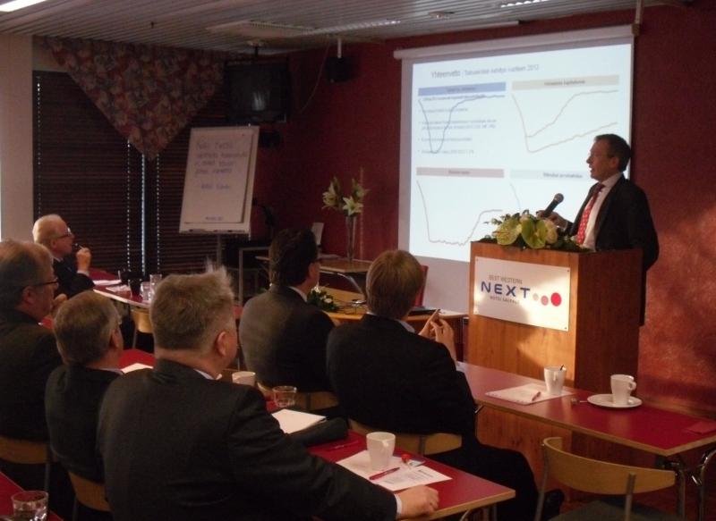 Tohtori Risto EJ Penttilä puhui myös taloudesta, mutta myös turvallisuuspolitiikan näkymistä.