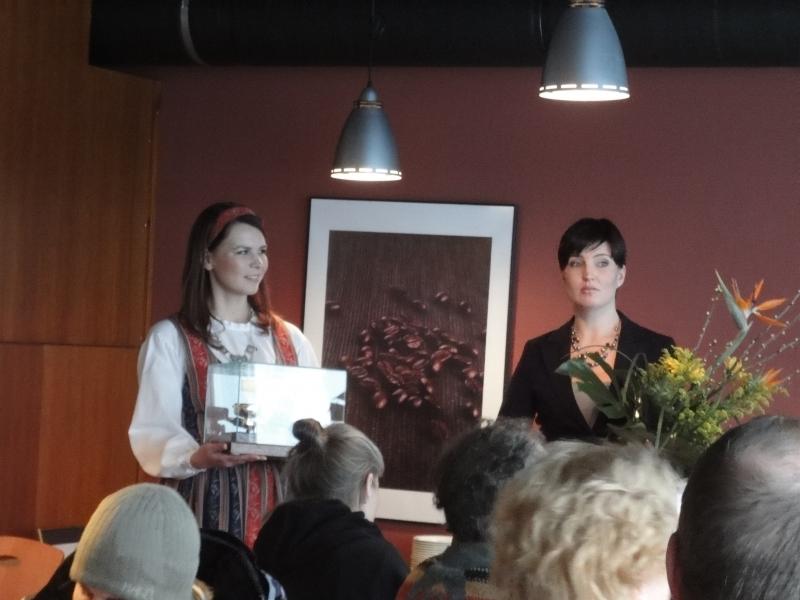 Tänään piipahdin lounaalla Hämeenlinnassa. Mukava hetki sattuikin Cafe Kukko palkittiin nimittäin juuri samaan aikaan maan parhaasta kahvista.