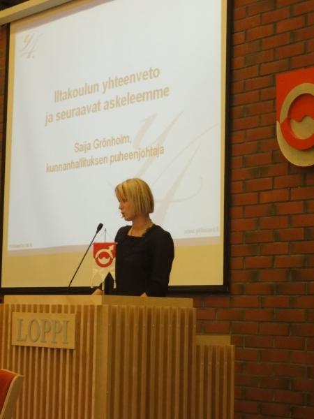 Kunnanhallituksemme varapuheenjohtaja Saija Grönholm piti tänään kuntamme ja yrittäjiemme Y4-illan päätöspuheenvuoron. Itsekin jo vuosia taitaa olla koko ikänsä yrittäjänä toimineena Saijalla on vahva tieto yrittäjyydestä ja siitä miten tällä saralla voidaan saada tuloksia aikaan. Mielenkiintoinen loppupuheenvuoro. Jäin miettimään montaa asiaa.