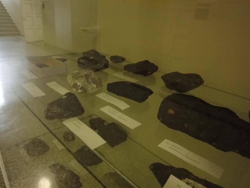 Ja nämä. Ensimmäinen tenttimme OKL:ssä oli tietenkin tuikitarpeellinen kivitentti.