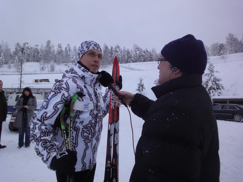 Stubb Radio Hämeen Aarne Kaurasen haastateltavana ennen 10 kilometrin hiihtolenkkiä.