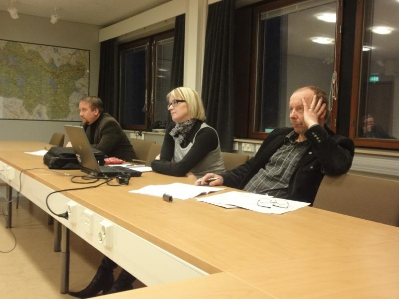 ja tässä lisää.... Kari Maunula, kunnanhallituksen varapuheenjohtaja Saija Grönholm ja Jarmo Laukkanen.