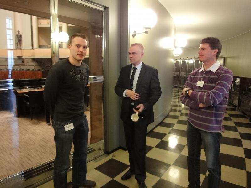 Fordin rallin MM-sarjan kuljettaja Miikka Anttila (oik) ja Jari-Matti Latvala kävivät tänään vieraanani eduskunnassa. Oli mukava hetki ja miehet saivat myös hymyn kasvoilleni. Kiitos ennen muuta siitä.