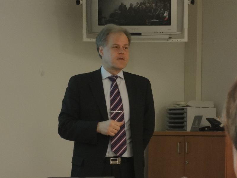 OAJ:n Olli Luukkainen oli yksi illan seminaarin alustajista. Mielenkiintoista oli kuunnella hänen ajatuksia ajankohtaisista sivistyspoliittisista hankkeista. Hieman erilaisin lasein hän katselee aiheita.