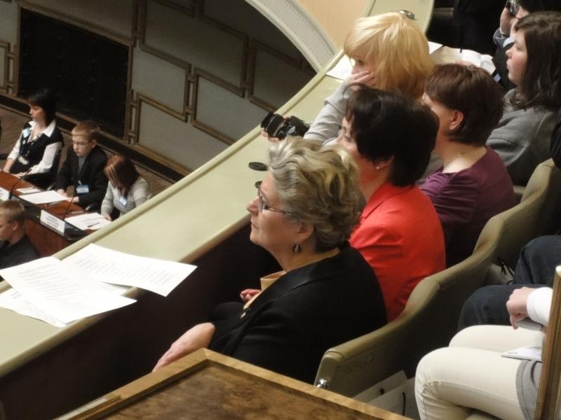 Myös idean äiti Riitta Uosukainen oli seuraamassa Nuorten Parlamenttin kyselytuntia tänään.