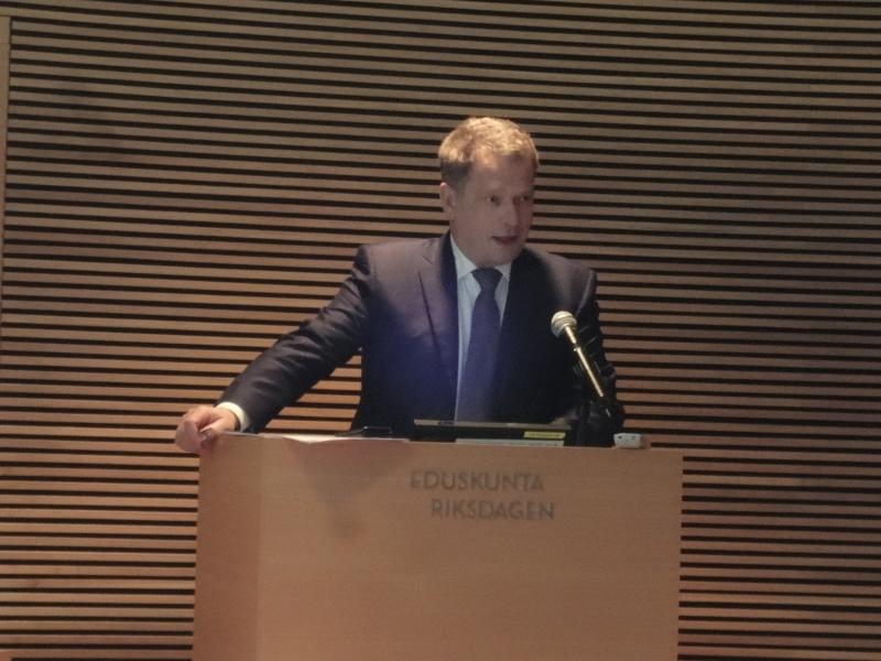 Puhemies Sauli Niinistö isännöi tänään jo 7. kerran järjestettyä Nuorten Parlamenttia. Aamulla hän avasi myös uuden nuorten eduskunta -verkkosivuston osoitteessa www.nuorteneduskunta.fi
