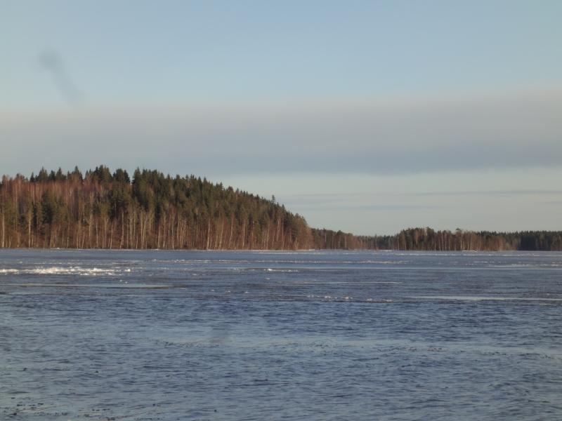 Tänään kotijärvemme Loppijärvi vapautui jäistä. Upea näytelmä järven selällä kun tuuli laittoi jäät liikkeelle ja valleiksi laineiden päälle. Kevättä.