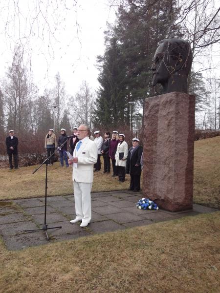 Tänä vuonna puheen piti kotiseutuneuvos Ahti Gåpå, joka puheessaan kiitti mm. Lopelle sodan jälkeen tulleita karjalaisia siirtolaisia isosta työstä Lopen hyväksi kuten myös lottia suurista uhrauksista.