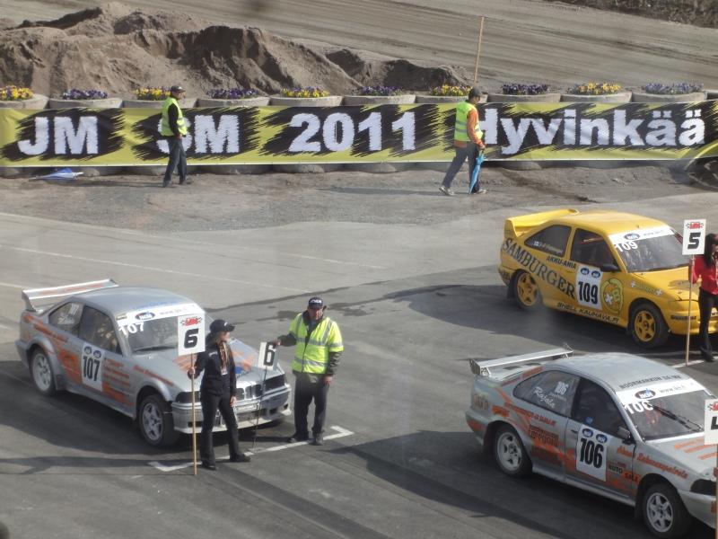 Ja vahvasti Hyvinkäällä näkyi myös jo vuoden JM SM 2011 -finaalikin. Rataa oli perusparannettu ja mm. vallitettu uudestaan ja tämä onkin tärkeää. Paikkaa pitää kehittää ja ottaa mm. huomioon ääniasiat joka kerta astetta paremmin. Nämä ovatkin motorsportin tulevaisuuden kannalta keskeisen tärkeitä juttuja.