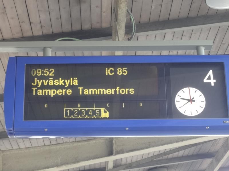 Tästä se alkaa. Junalla matkaan Riihimäen asemalta.