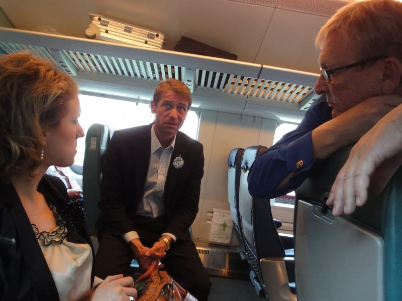 Vuoden pakolaisnainen Fatbardhe Hetemaj lähtee eduskuntavaaliehdokkaaksemme Helsinkiin. Tässä Fade matkalla puoluekokoukseen yhdessä Lyly Rajalan (oik) ja Tapani Mäkisen kanssa.