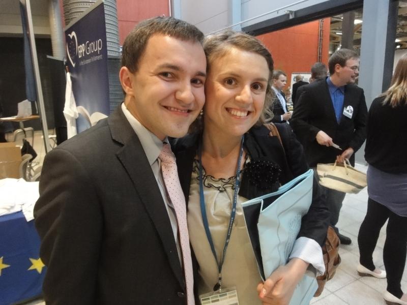 Kokoomusnuorten puheenjohtaja Wille Rydman ja vuoden 2009 pakolaisnainen Fatbardhe Hetemaj
