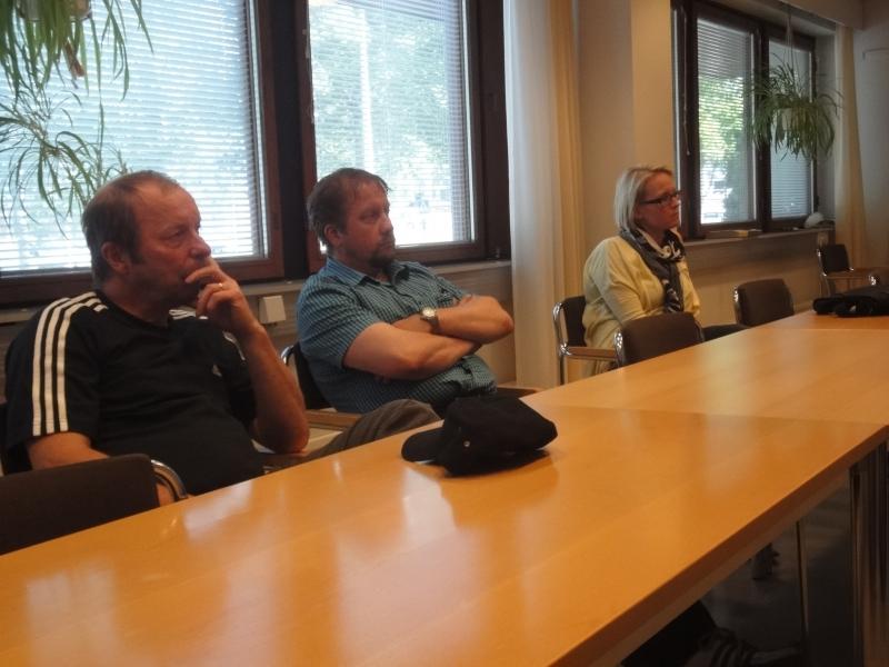 Eduskunnan istunnon tauolla ehdin käydä kahdessa kokouksessa Lopella. Tässä koossa Lopen Kokoomuksen valtuustoryhmän väkeä ylimääräisessä kokouksessa.