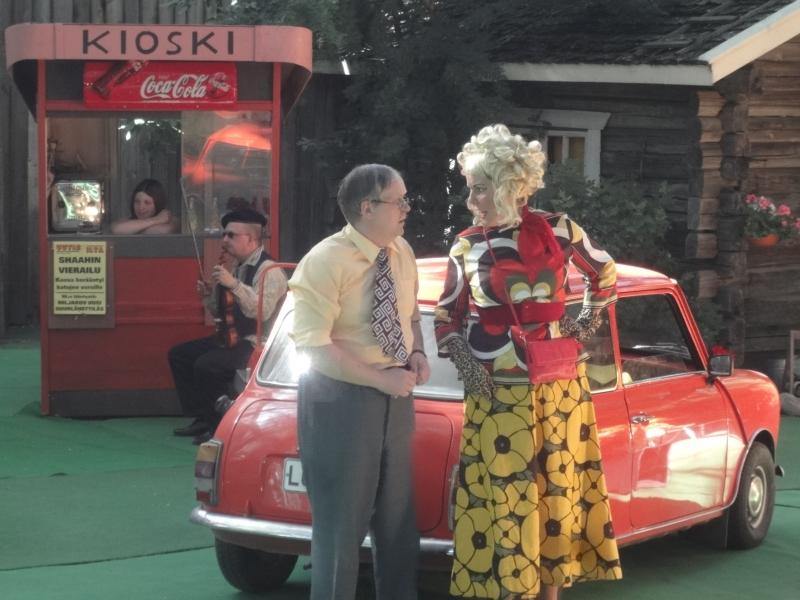 Sanna Laiho (vaimo) ja Jukka Ranta (Alpo) olivat n?elm?t?ikaksikko. T?elliset suoritukset. Niin ja minun ehdoton suosikki oli my?aapurin Janhuskan rooliin taituroinut Seija Lautanen.
