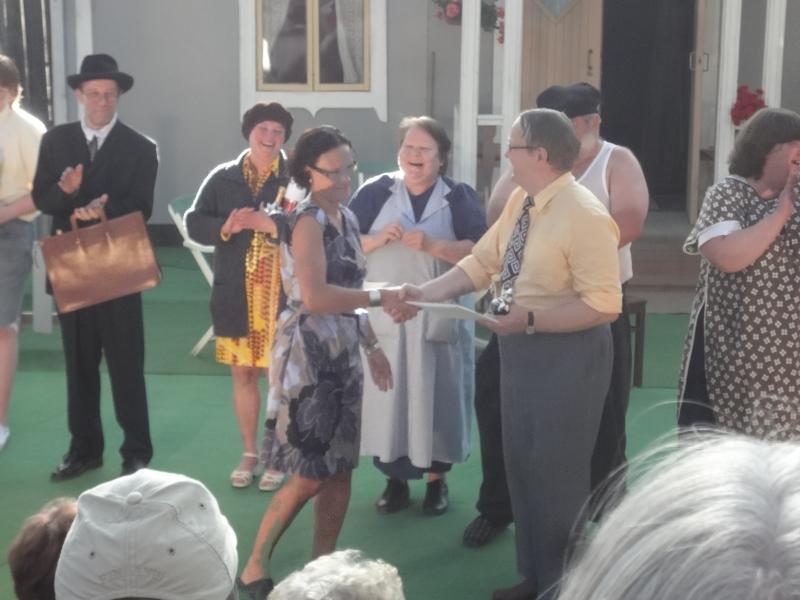 Ja Lopen kunnan puolesta teatterilaisia kiitti hallintojohtajamme Karoliina Viitanen.