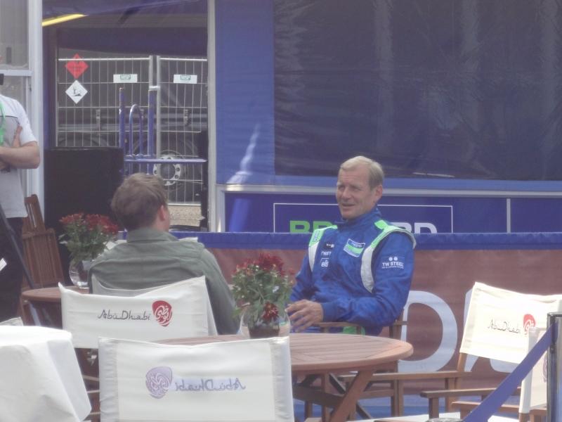 Ja itse legenda myös valmiina jälleen tositoimiin.... Juha Kankkunen kansainvälisen tv-ryhmän haastateltavana.