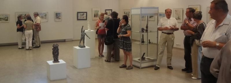 Kuvia ja tunnelmia Suomen Maisemissa -taidenäyttelyn avajaisista. Avauspuheen jälkeen taitelija Pekka Ryynänen luovutti minulle ihastuttavan tutkielman naisesta.