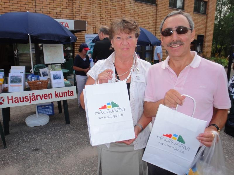 Ben ehti myös markkinoimaan Hausjärven kuntaa yhdessä Eeva Heinosen kanssa.