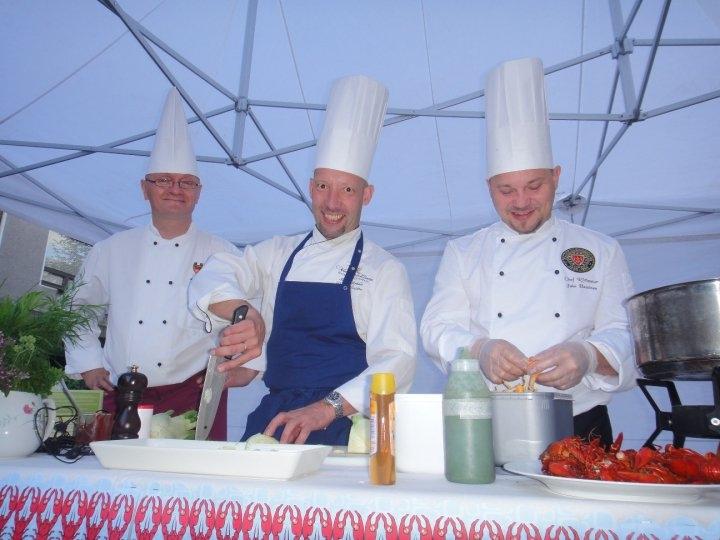 HämeMenu -ravintoloiden keittiömestarit Auvo Pyykkönen, Mika Jokela ja Jukka Kuparinen vastasivat kävelykatutapahtuman herkuista.