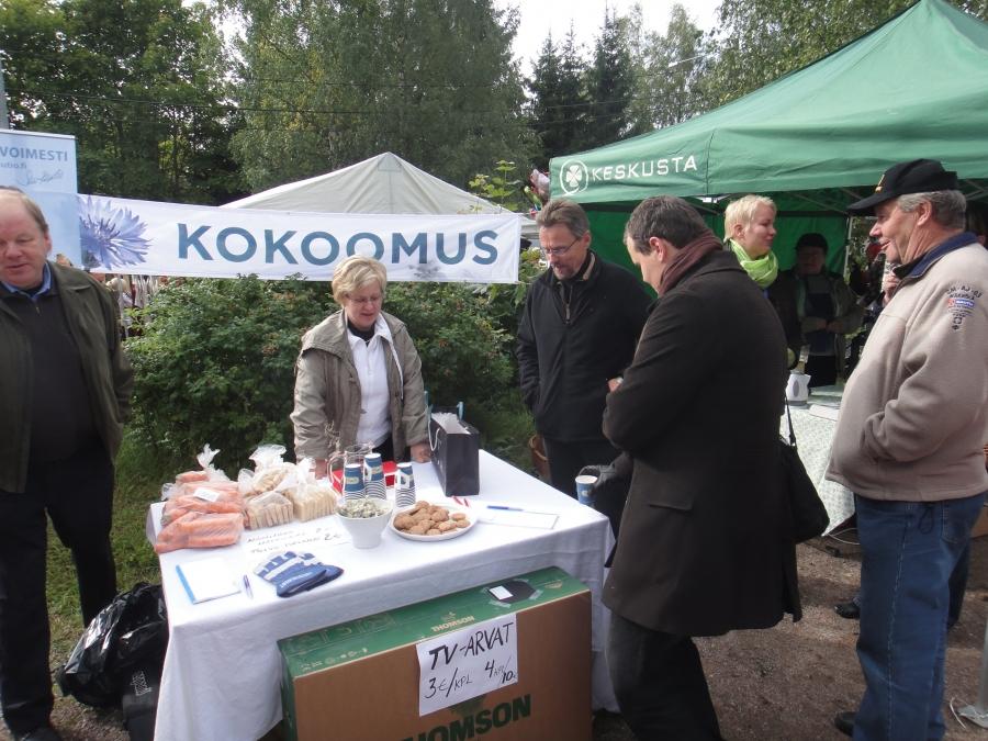 Päivän tunnelmia ensin Kärkölän maalaismarkkinoilta ja sitten Hartolan Markkinoilta. Kiitos taas paikallisille kokoomuslaisille. Kokoomus näkyi, kuului ja kuunteli.