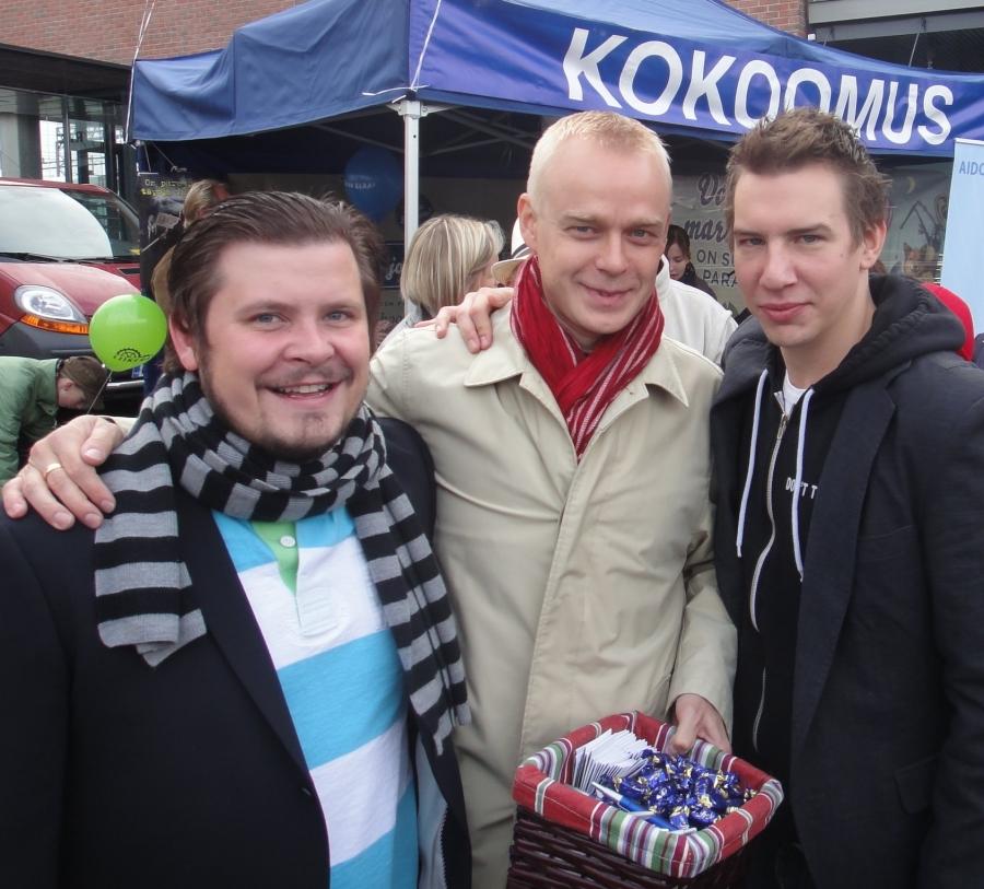 Aku Hirviniemi (oik) ja Janne Kataja olivat vahvasti mukana kotikaupunkinsa Asematapahtumassa. Arvostan todella näiden miesten työtä Riihimäen ja koko Riihimäen seudun hyväksi. On hienoa miten he nostavat ja tuovat kotikaupunkiaan esille monessa eri jutussa ja monella eri tavalla. Parhaita mainosmiehiä.