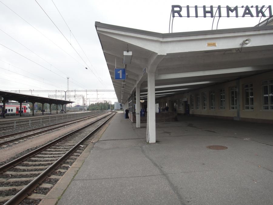 Aamu alkoi nopealla katsauksella Riihimäen rautatieaseman laiturialueeseen.