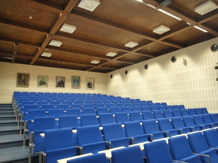 Riihimäen lukion vanha auditorio