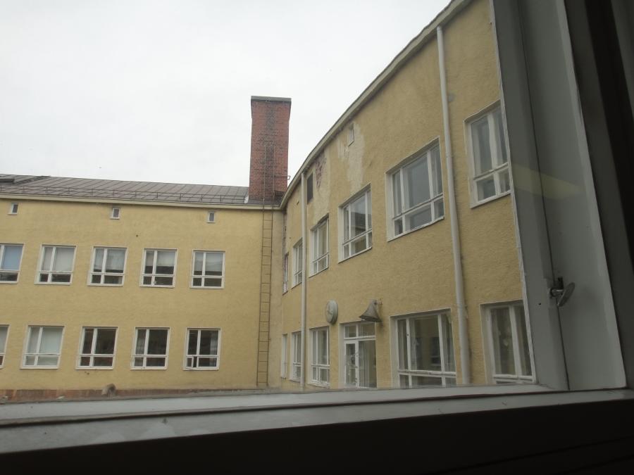 Harjunrinteen koulun korjaustarpeita.
