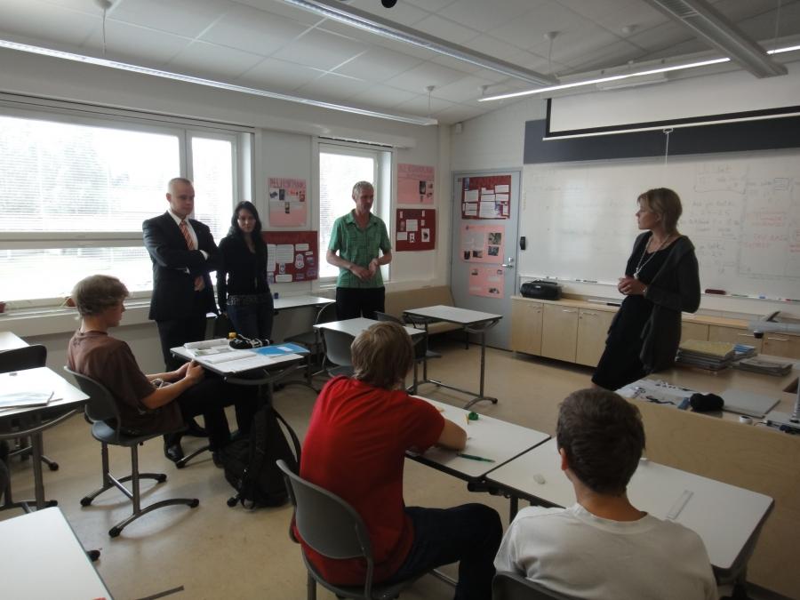 Päivään mahtui monen monta keskustelua opettajien ja oppilaiden kanssa mm. tuntijakouudistuksesta.